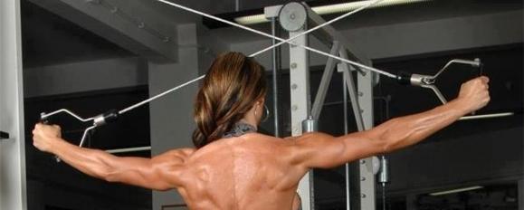 Издърпване на кабели за задно рамо