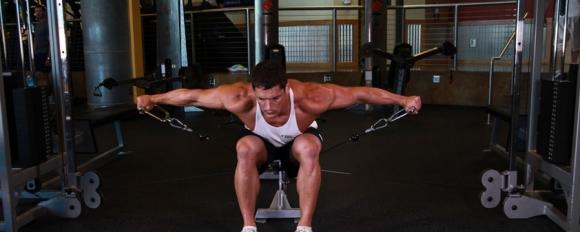 Тренировка за рамене с кабели